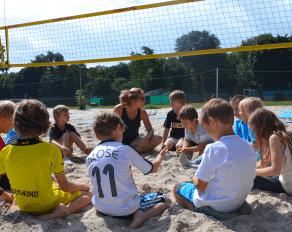 Besprechnung beim Beachvolleyball